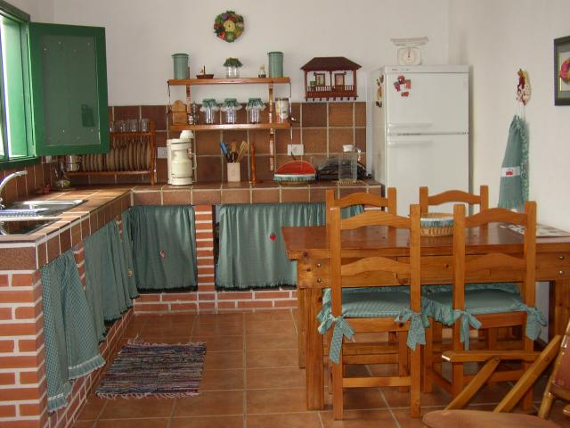 Rustic style house for holiday rental in El Cotillo, Fuerteventura. In the centre of the town, very quiet and nice zone, with 3 bedrooms, patio and roof terrace. Within 7 minutes walk to the beach